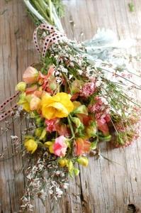 wild-flower-bouquet-ribbon-vintage-outdoor